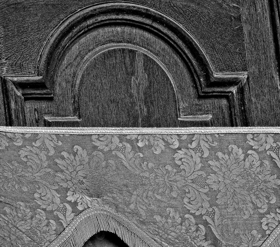 Ambientazione Esterna Architecture Biancoenero Blackandwhite Building Exterior Built Structure Centro Storico Di Messina Chiesa Dorway Drappo Funebre Indoors  Italy Legno Messina No People Pall Pattern Portone Sicily Wood