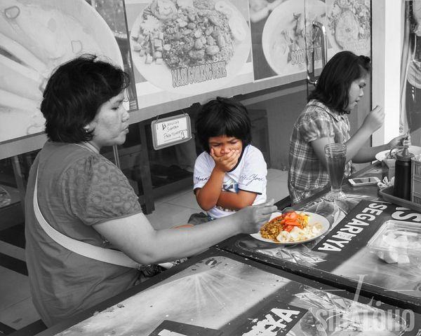 Food Women Females Bnw Photography Humaninterest Humaninterestindonesia Indonesian Makan Makanan Mogokmakan