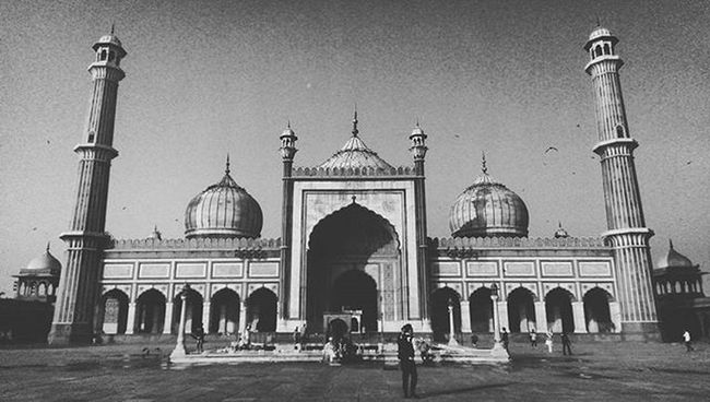 Something that a teacher can't teach, When we die the money we can't keep, So I'll probably spend it all cause the pain ain't cheap, Preach. . . . . . . . Mosque India Delhi _soi Sodelhi Bnw Moment Silence Celebrate 2k16 Shadow Sunrise Morning VSCO Vscocam Instagood Saturday Preach Swag Chilling Homies Squad Clique One Weather birds peace imout