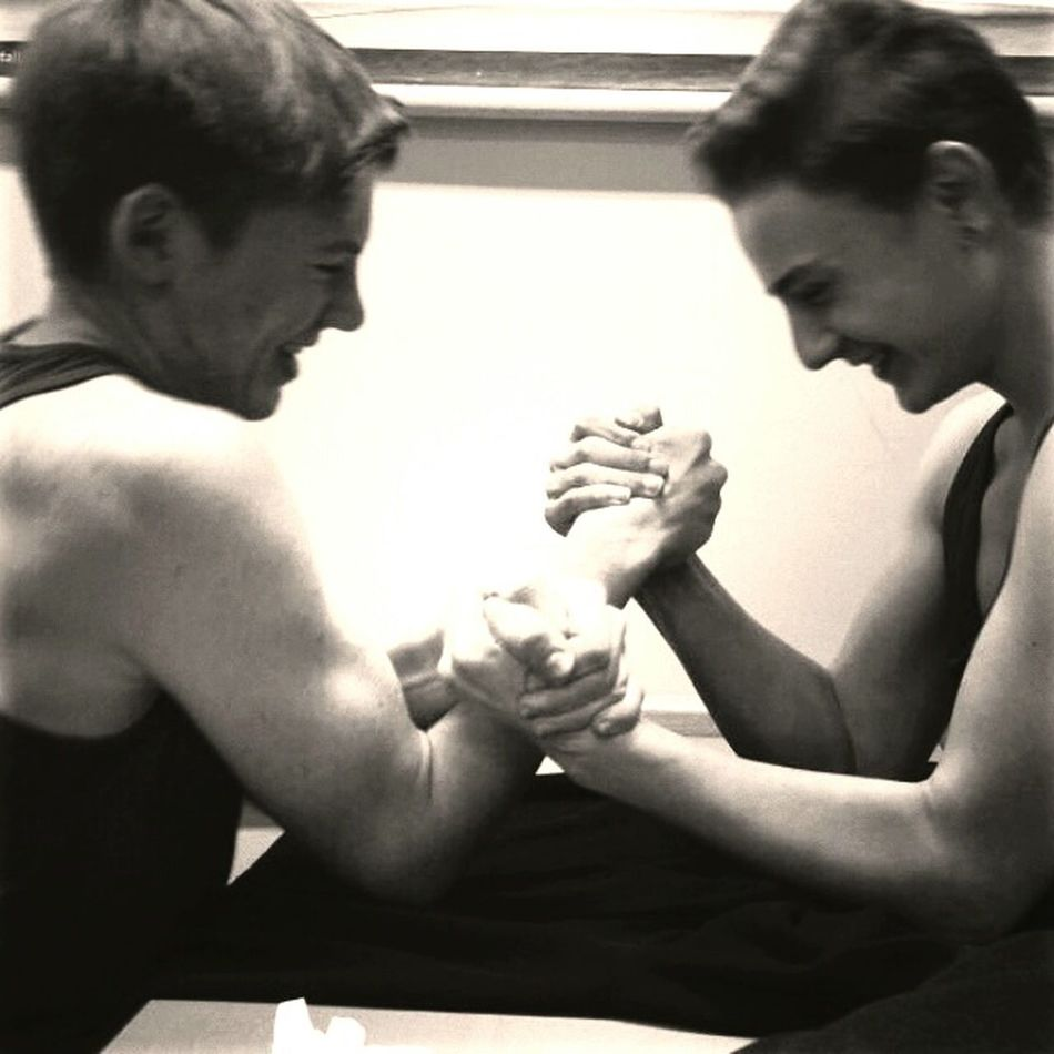 Mit Pascal (rechts) Armdrücken Ich (Links)
