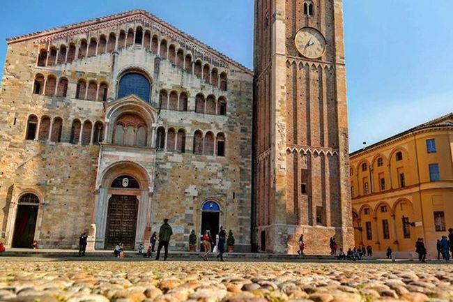 Spending half of the day in Parma🌞 Italy Igemiliaromagna Igparma Parmacity Frogperspective Sunnyitaly Springtime