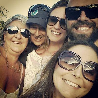 Selfie familiar. Porque os bons momentos são eternos. Amo vocês! ♡♥ FamíliaSoWen Portoseguro Bahia Brazil axé travel travelers worldcupfifa2014 lategram