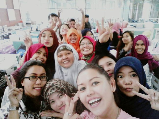 Sound Of Life Everyone shake hand each other to say apologizing after Ied Fitri in the first work day after getting long holiday. And let's say cheezee!!! Long Holiday Meet Again 27th July Office Lot Of Joys.