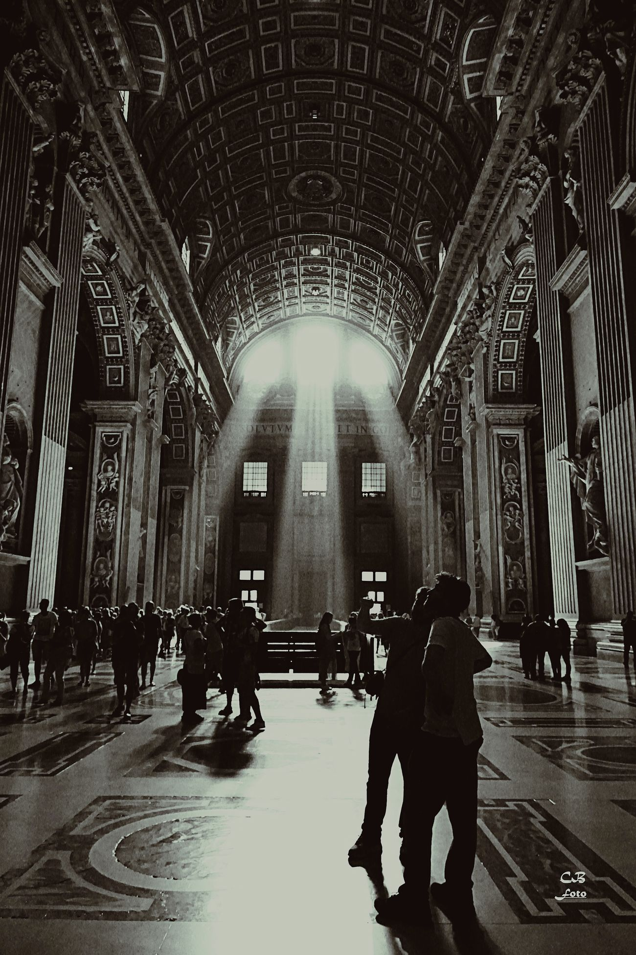 Petersdom, Rom Indoors  Religion Large Group Of People Spirituality People Picture Of The Day Fotooftheday Day Architecture Travel Light Effect Rom Roma Picofday Follower Black&white Cultures