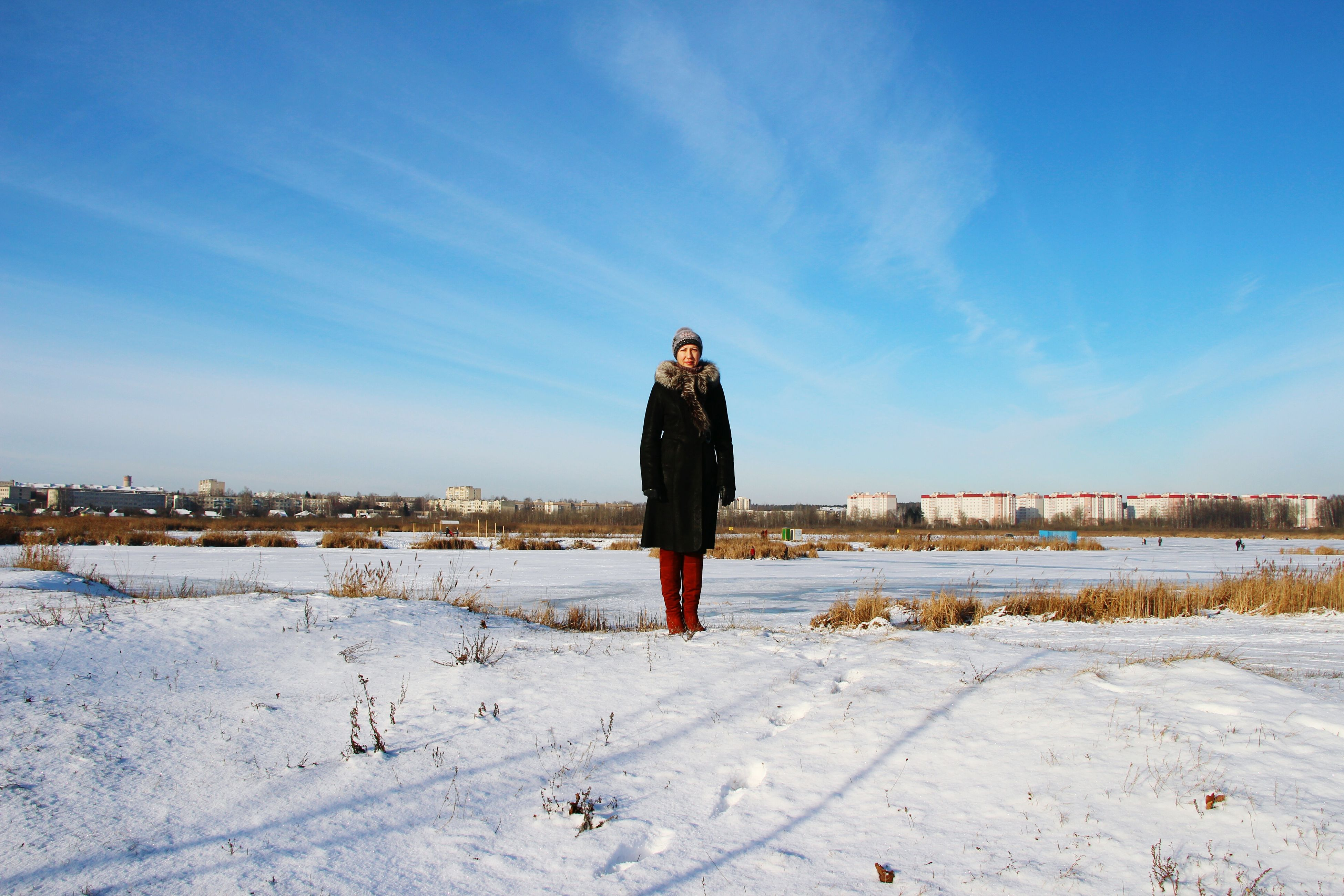 full length, lifestyles, standing, casual clothing, rear view, leisure activity, young adult, sky, built structure, building exterior, young women, walking, architecture, person, blue, front view, warm clothing