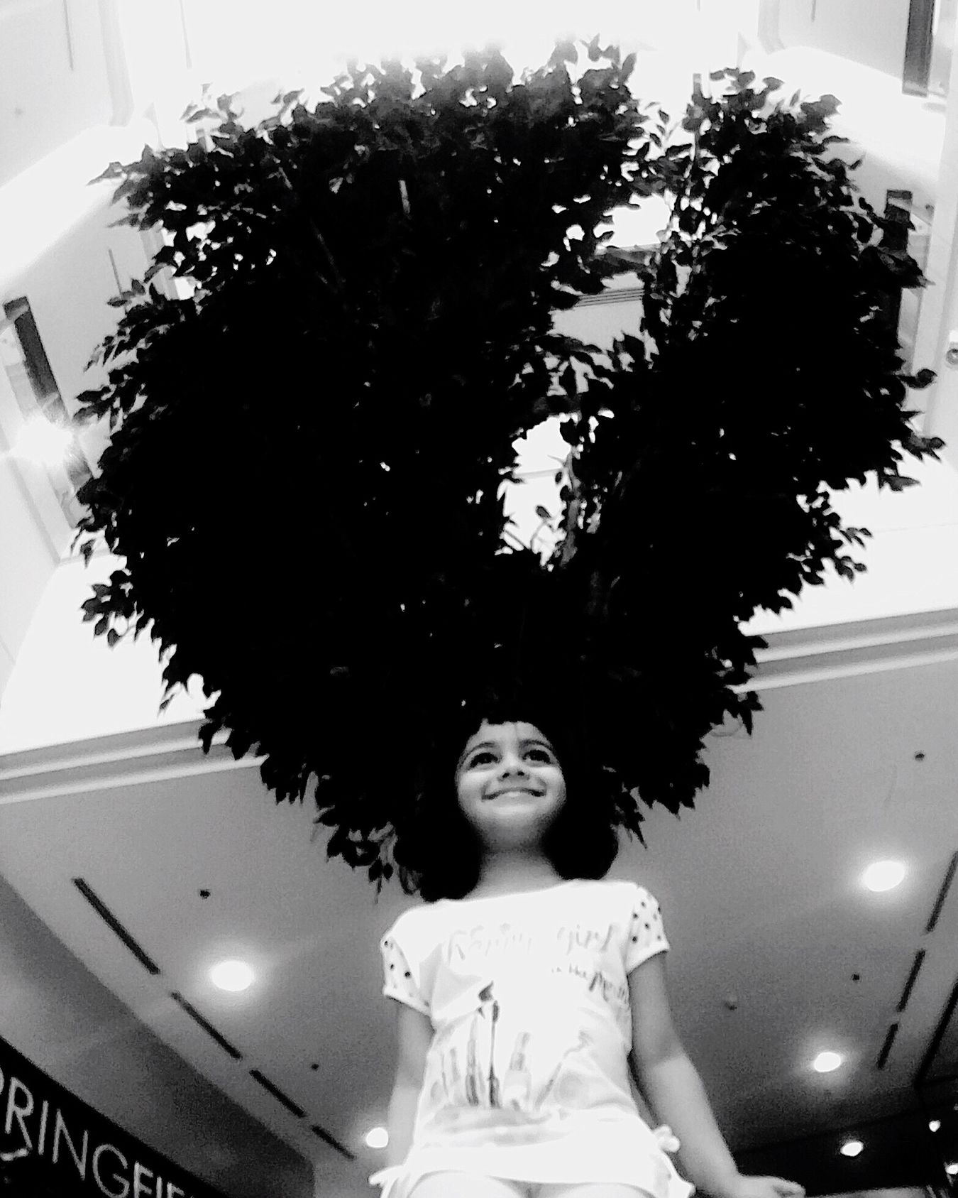 Daughter Daughtertimes Hairtree Hair Eye4photography  Street Alwahdamall One Person Portrait Standing Day Looking At Camera EyeEm Gallery Rethink Things