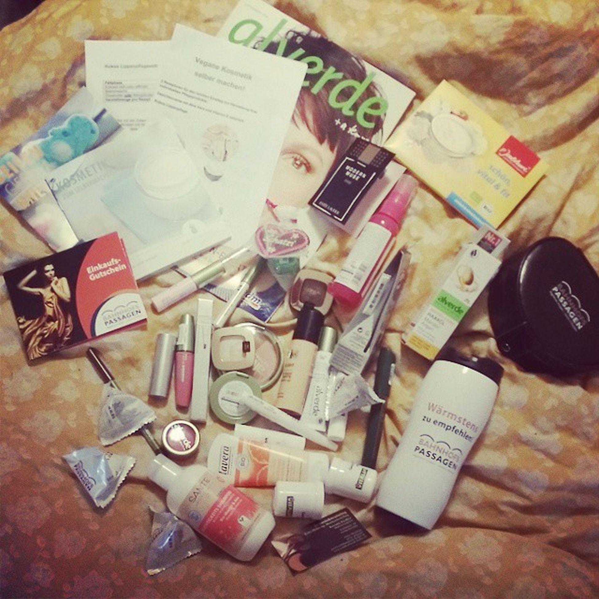 Ich durfte für 100 Euro Kosmetik Makeup shoppen und hier die ausbeute :) oder wie macht man eine Frau glücklich ? Beautydays Bahnhofspassagen potsdam