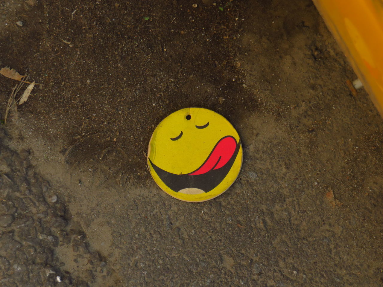 Anthropomorphic Anthropomorphic Face Anthropomorphic Smiley Face Close-up Day Drawing - Art Product Full Frame No People Outdoors Smiley Face Yellow