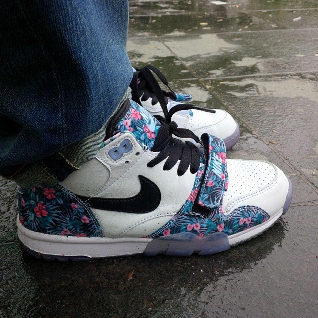 Lundi Nikeair Nikelover Strasshit strasbourg niketrainer fleur flowers pluie fou skizo sneakers pornshoes photo amazing style