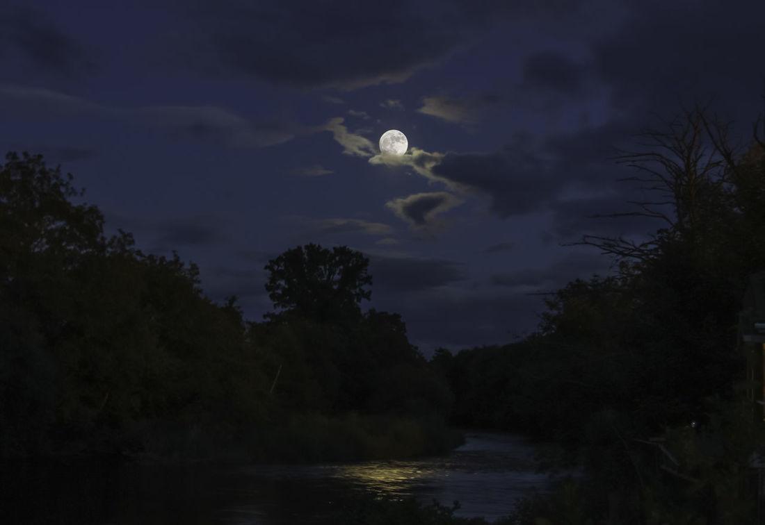 Moon over River Earn Moon River Earn
