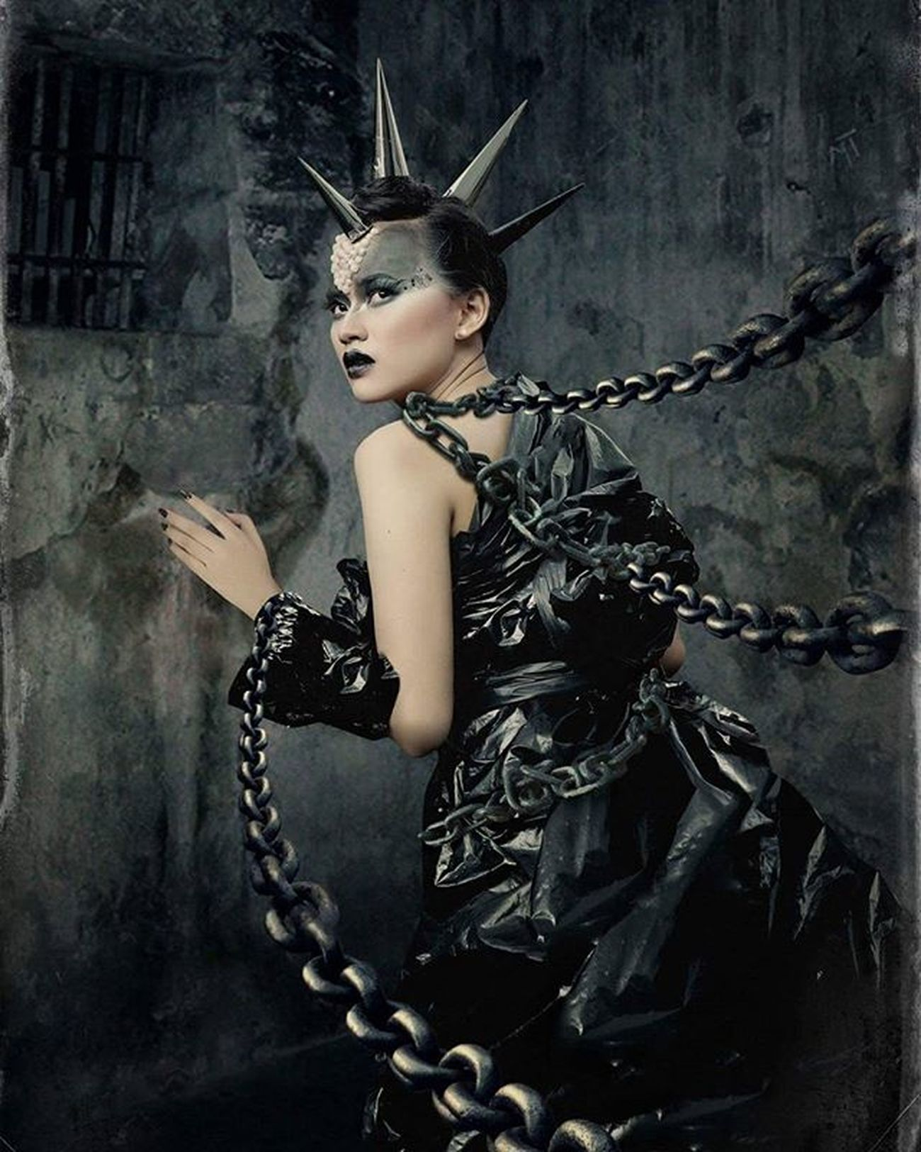 -shackled- InFrame : @alona_safir MUA : @ita_make_up_art Thanks to : @agfaphotographiart & kevin black kovenant Shackled Darkscene Digitalimaging Digitalimagingindonesia Photoshop Huscyendra Photomanipulation Dark