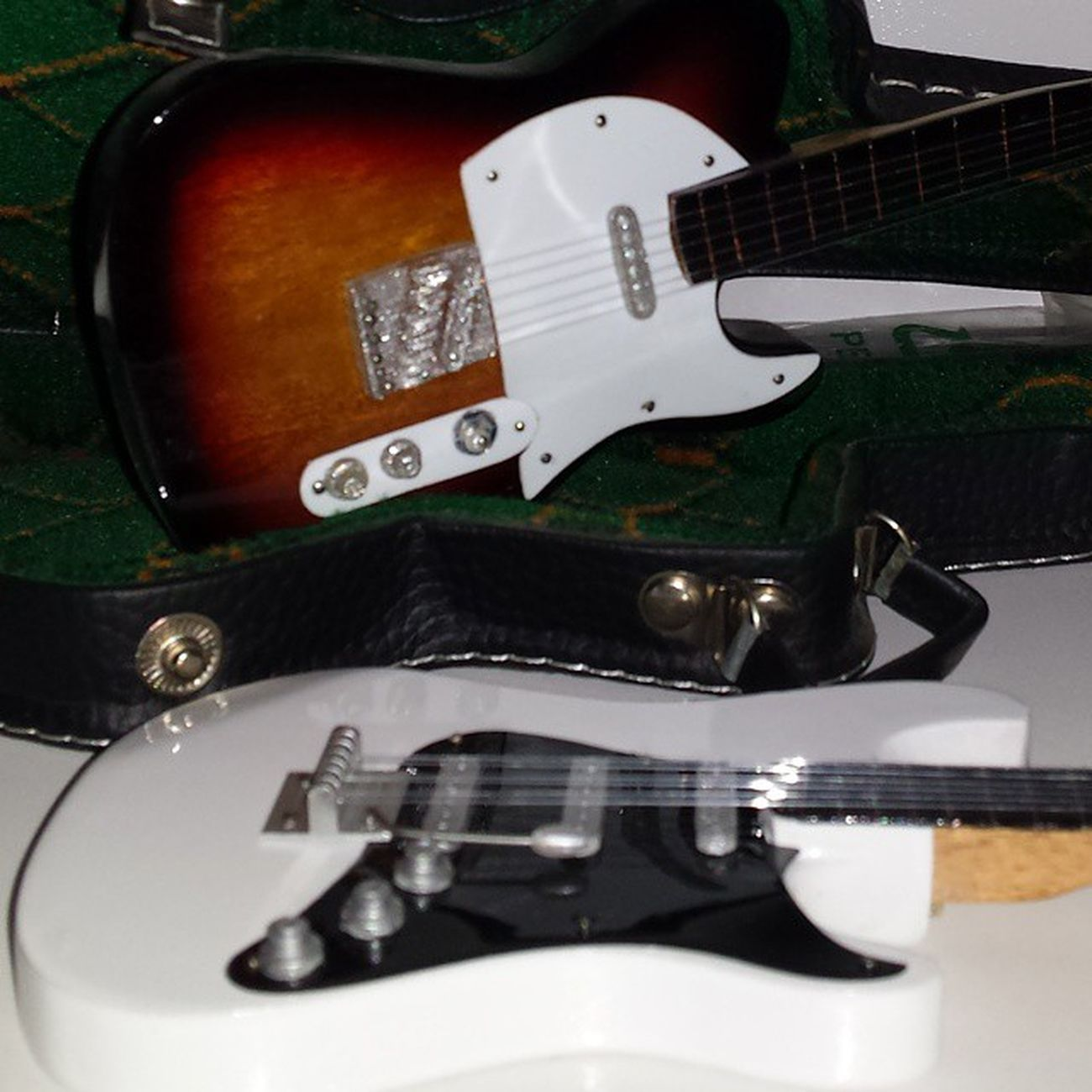 Guitarra Guitarraelectrica Guitarradecoracion Blanco Cuerdas 2 Samuelada
