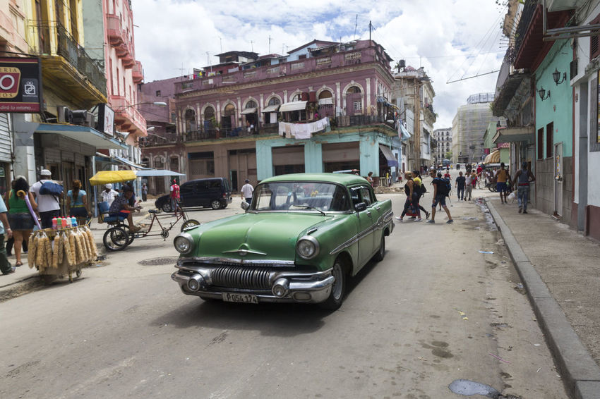 Car Chevrolet Chevy City Cuba Culture Green Havana Large Group Of People Life Lifestyles Outdoors Street Streetlife Streetphotography Vida Vintage Vintage Cars