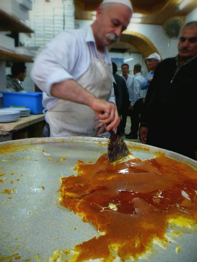 Knefe Nablus Palestine Israel Streetfood Show Us Your Takeaway! Sweets Arabic Food Foodporn Delicious Traveling Travel Knafe Knafeh Street Food Worldwide ShareTheMeal