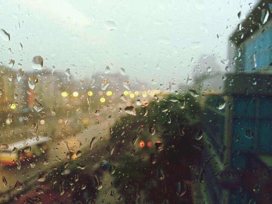 Mưa gió thất thường như lòng em vậy .Nhưng anh vẫn yêu... Rain Taking Photos Streetlife Hello World