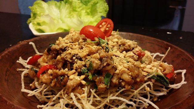 金不換肉碎生菜包Tuenmun HongKong Eating Dinner娘惹廚房屯門