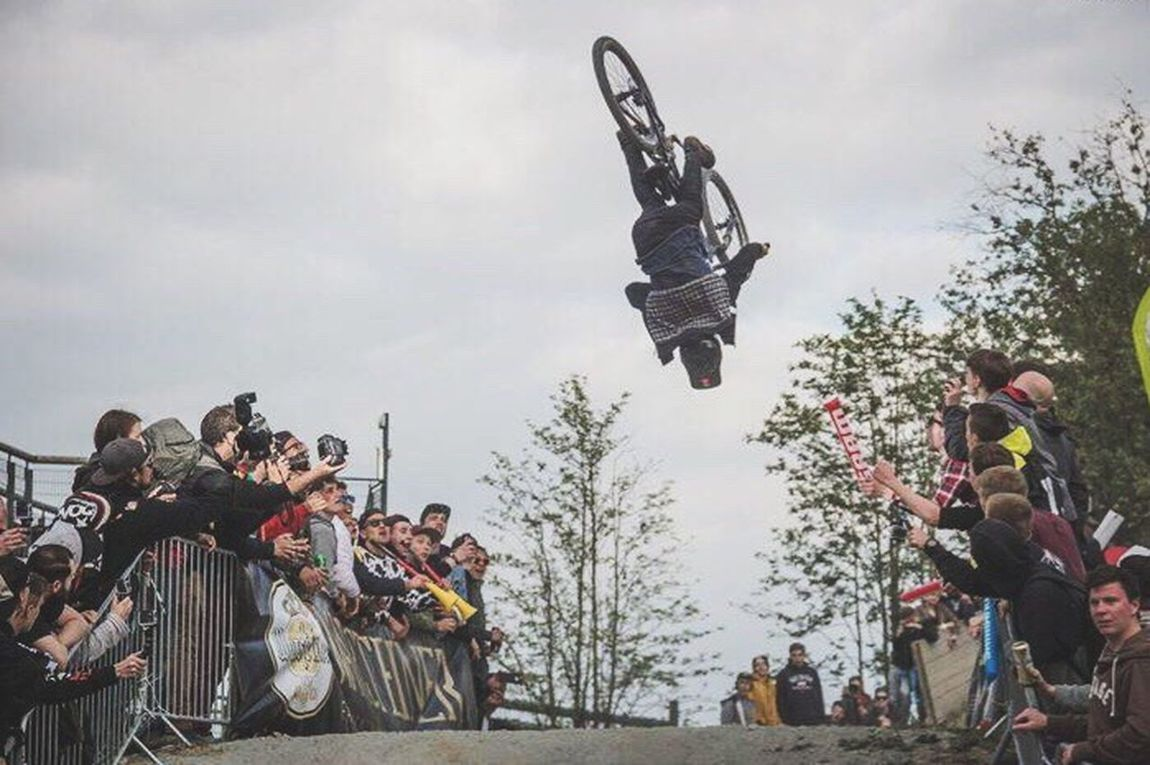 The Color Of Sport Sport Sports Photography Mountainbiking Mountainbikelife OurLifeStyle Lifestyles Leisure Activity Togetherness Enjoyment Motion Medium Group Of People Men Fun Cloud - Sky Performance Canonphotography Madeby FlexoGrafie