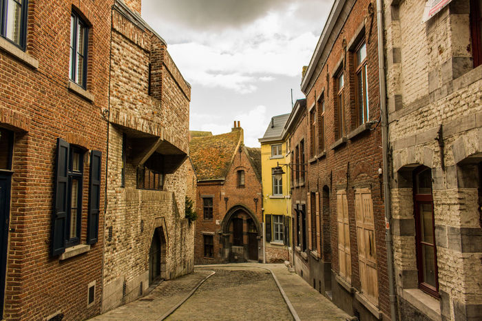 Historic History Narrow Narrow Residential Structure Town
