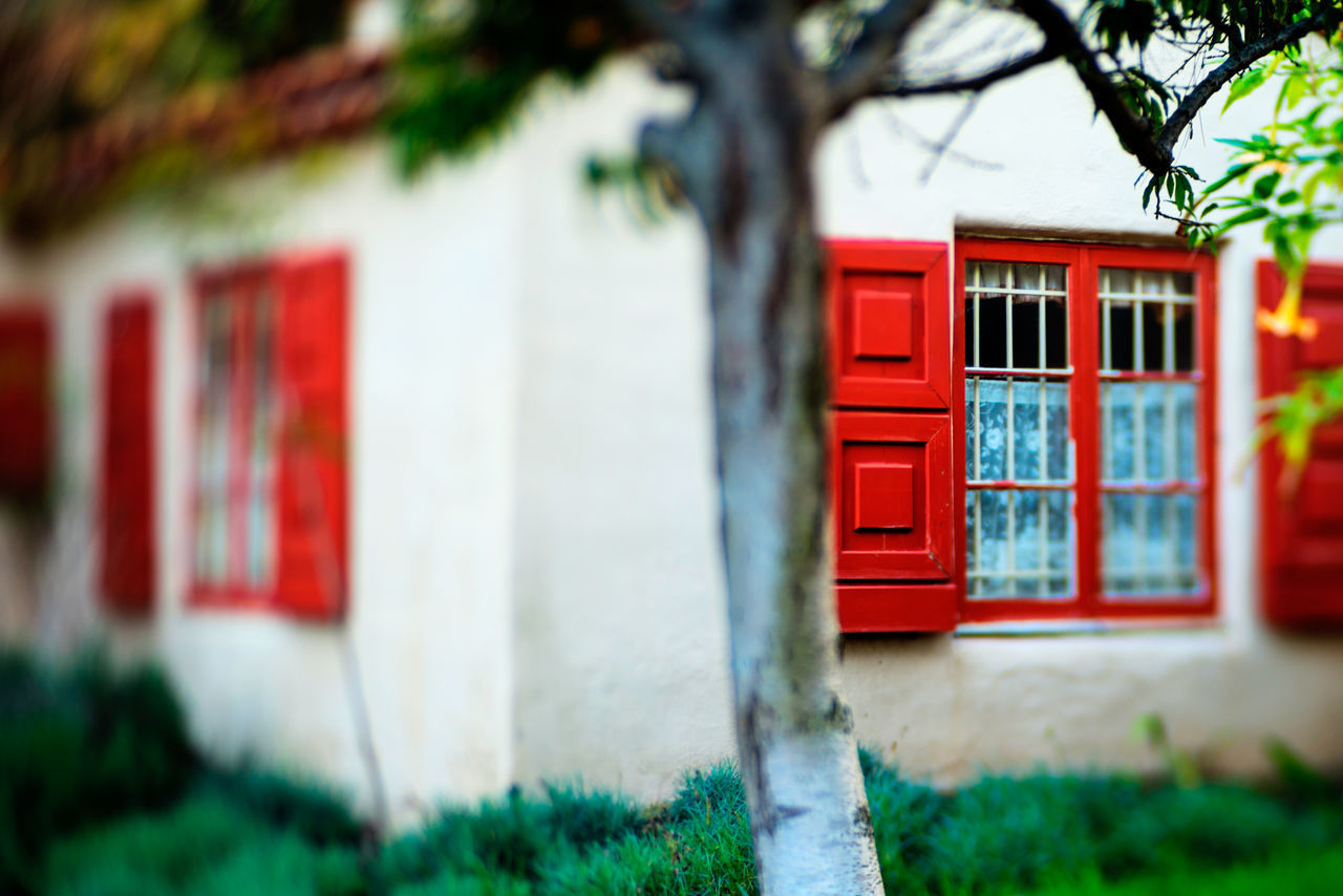 red, architecture, building exterior, built structure, house, outdoors, no people, day, tree