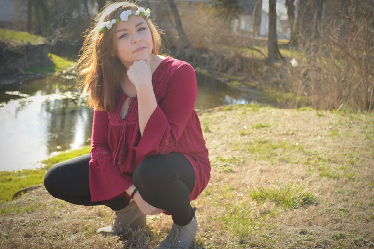 📸 Sitting Young Adult Park - Man Made Space One Person Beauty Real People Sunlight Young Women Tree Beautiful Woman Grass Outdoors Happiness Day Nature Headband People One Young Woman Only Adult