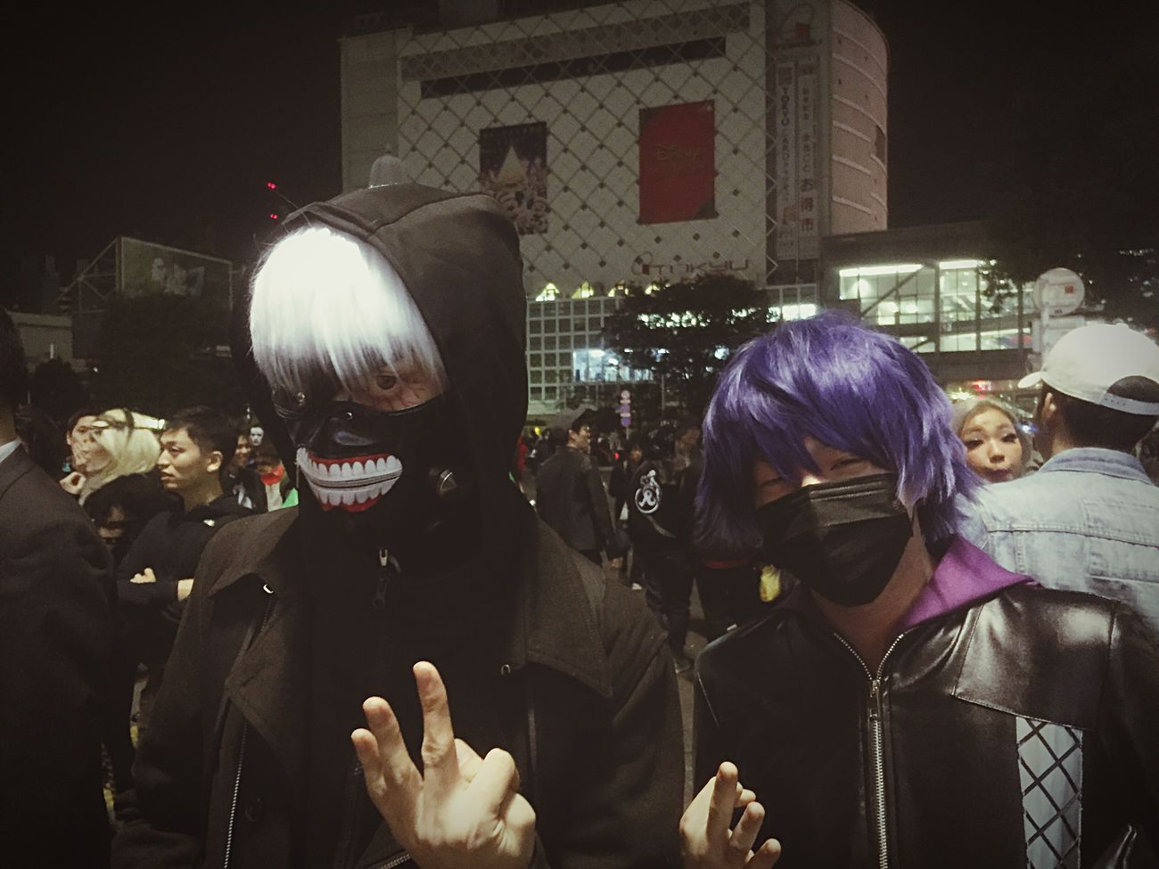 Kaneki!Ayato!と言うことで、今から103本君の骨を折る! Shibuya Halloween Night ◀️👻😈🦁 Tokyo Ghoul Kanekiken Ayato Anime Manga Street Photography Enjoying Life Capture The Moment Horror Shibuya Urban Cosplay Halloween Natural Light Portrait People Fashion Striking Fashion Walking Around Nightphotography Halloween Horrors Shibuyacrossing