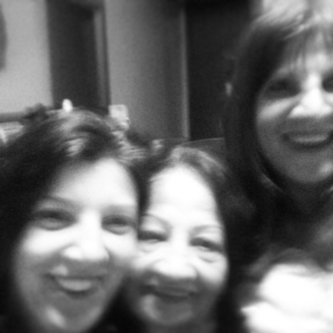 Vó, mãe e eu. Bisa, vó e mãe. 3 gerações de mães. Mothersdayselfie Selfiecasvós