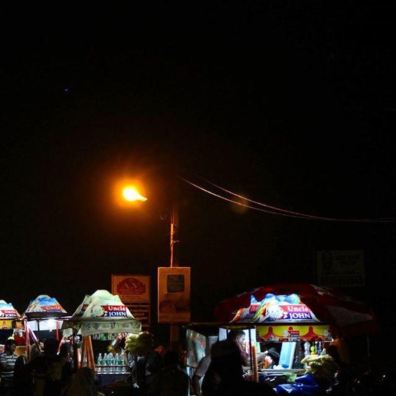 Street vendors selling Icecream at the Shankumugham Beach ...