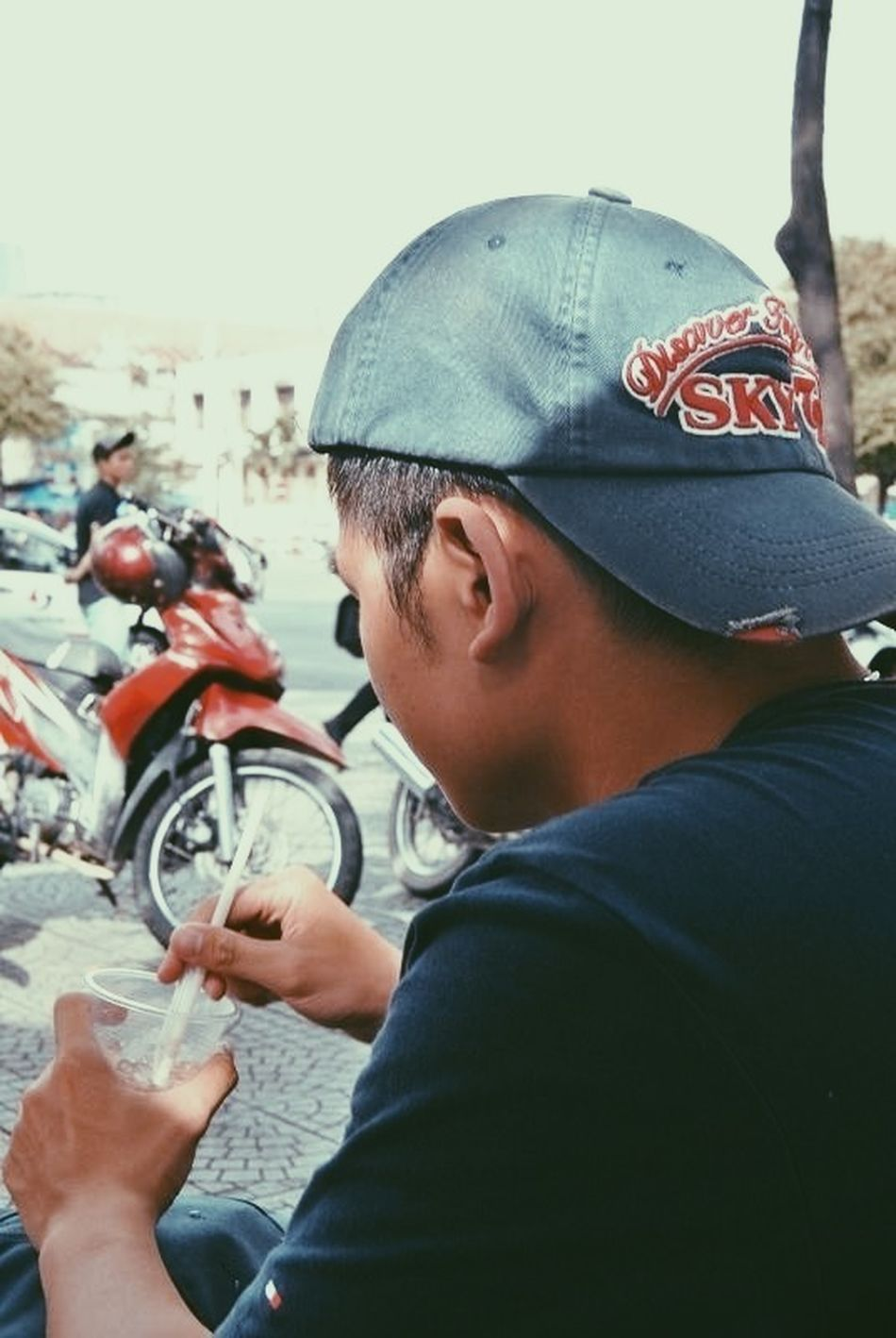 Vscocam EyeEm Best Shots Saigon Coffee Thằng vé số (Chụp bởi: Lùn) #vscocam #saigon #coffee #caphebet