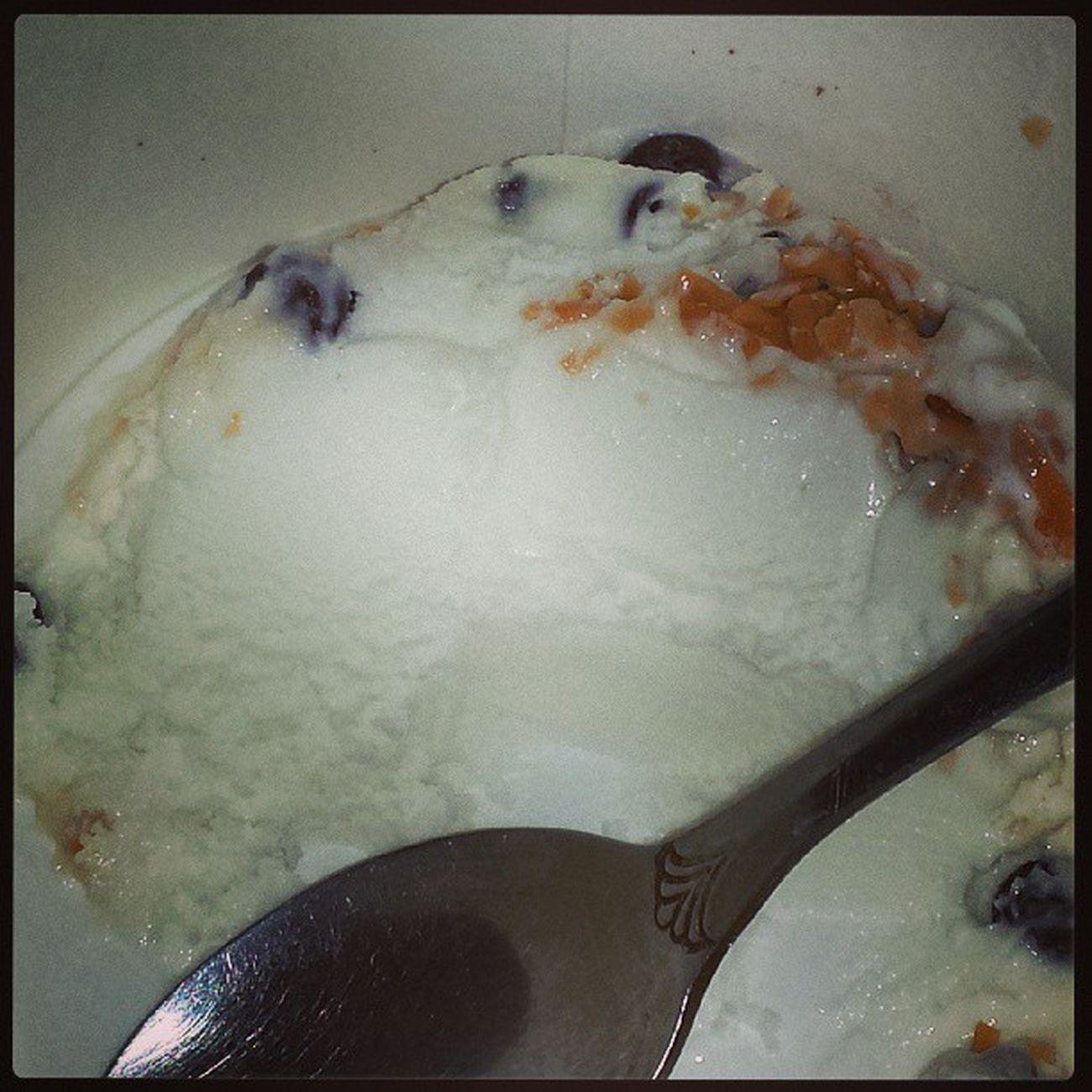 He keeps me smiling and my tummy full!!! Athomesick Playinghookey Froyo Frozenyogurt dessert whitechocolatemousse toastedcoconut minichocolatechips mybfisthebest iloveyoumonkey vppremier mybfisbetterthanyours
