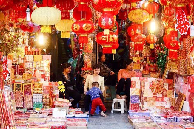 Red Red Lantens Tết Chinese New Year Old Quarter, Hanoi Phố Cổ Hanoi, Vietnam Vietnam Street Photography