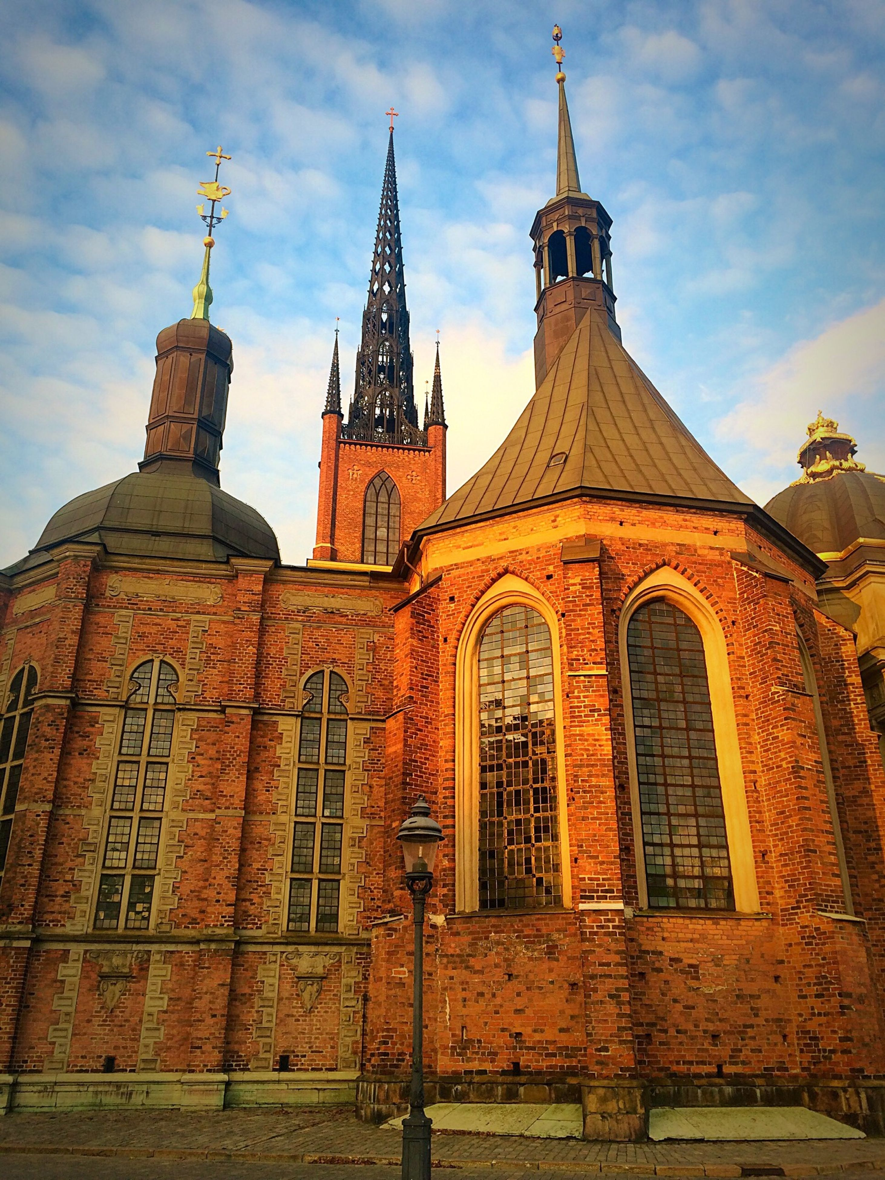 building exterior, architecture, built structure, place of worship, religion, low angle view, church, spirituality, sky, cathedral, cloud, cloud - sky, window, day, outdoors, dome, no people, cross