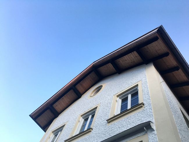Bavarian Architecture Bad Tölz Bavarian City House Architecture_collection Architecture Architectural Feature Low Angle View Roof Bavarian House Bsvaria Bavarian Cityscapes Bavarian City House Building Exterior Sky And Roof Roof And Sky Mobilepic Nofilter