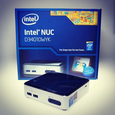New @Windows Media Center PC in the house. This time it's an @Intel NUC Core i3 Haswell with 4 GB RAM and 128 GB SSD. It's unbelievable small, powerful and silent. Love it already.