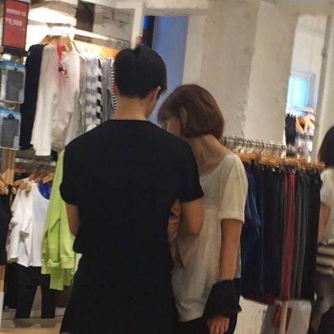 www.manager.co.th/Entertainment/ViewNews.aspx?NewsID=9580000024163 เห็นข่าวนี้มานานเเละ พยายามคิดว่าไม่ใช่เรื่องจริง จินฮวานของเค้า ถ้าเป็นกันจริงนี่ก้โอเพราะชอบทั้งสองคน 555555 จินฮวาน จีมิน Ikon Aoa