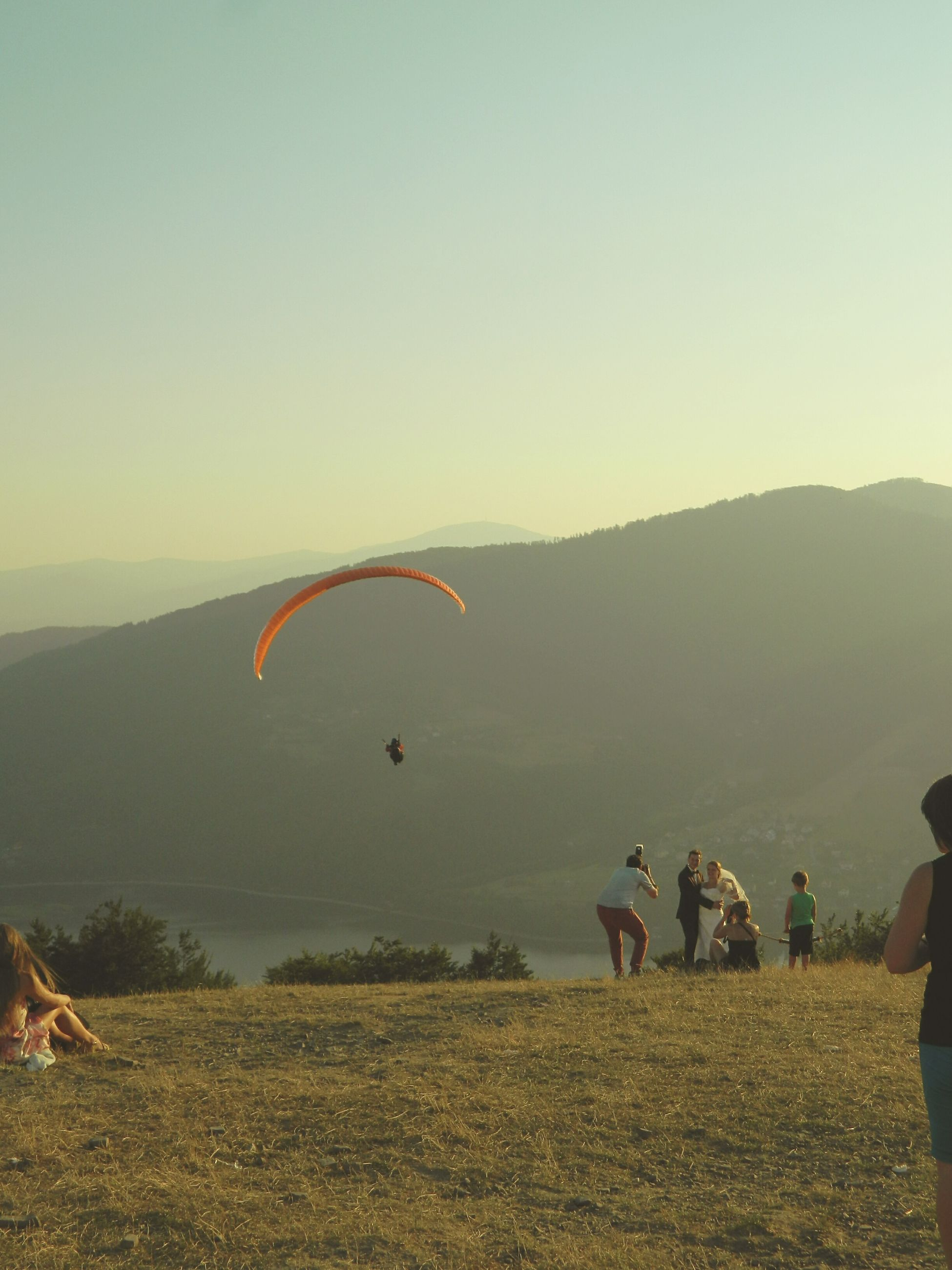 leisure activity, mountain, lifestyles, men, landscape, scenics, tranquil scene, clear sky, adventure, unrecognizable person, copy space, tranquility, nature, sky, beauty in nature, flying, parachute, extreme sports