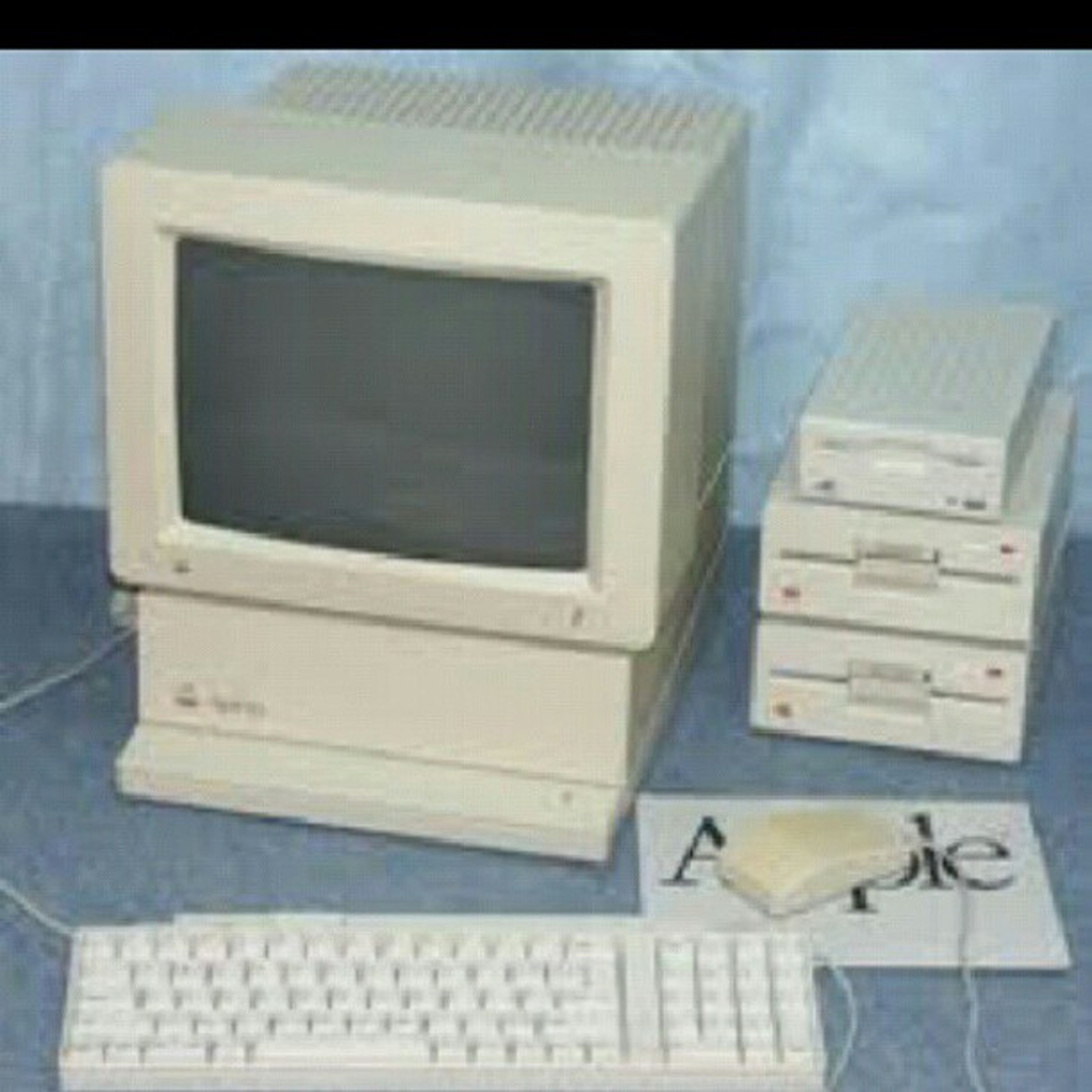 How many of yall remember these old apple computers from elementary school and wanted to play the games on there lmao! Oldapplecomputer Elementarysschoolmemories