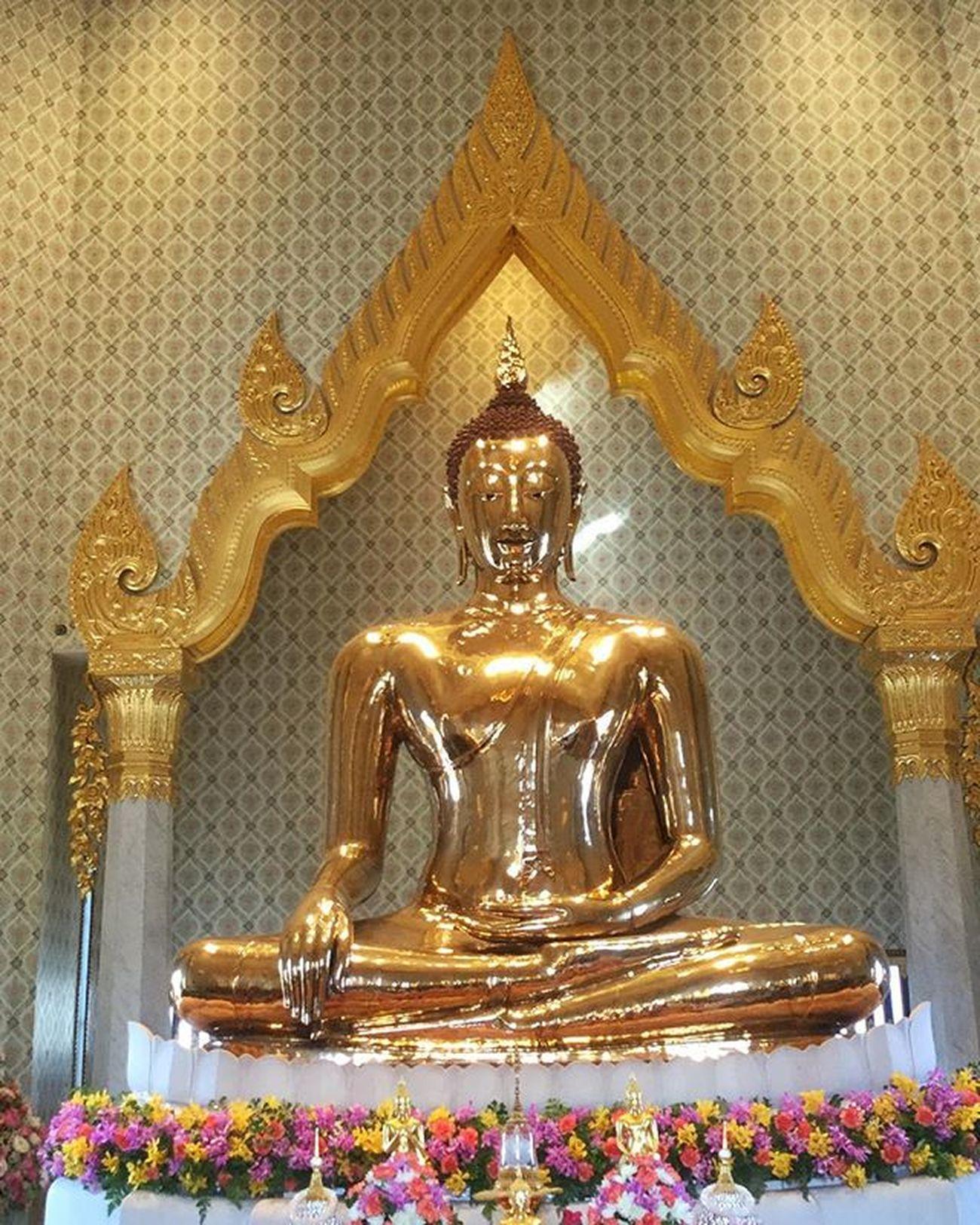 Golden Buddha - worlds largest single piece full gold idol ! Buddha Temple Goldenbuddha 5tonnesgold Divine Peaceful Templesofthailand Wattirmitr Bangkok Tourdiaries Touristlife Thailand Insta_thailand