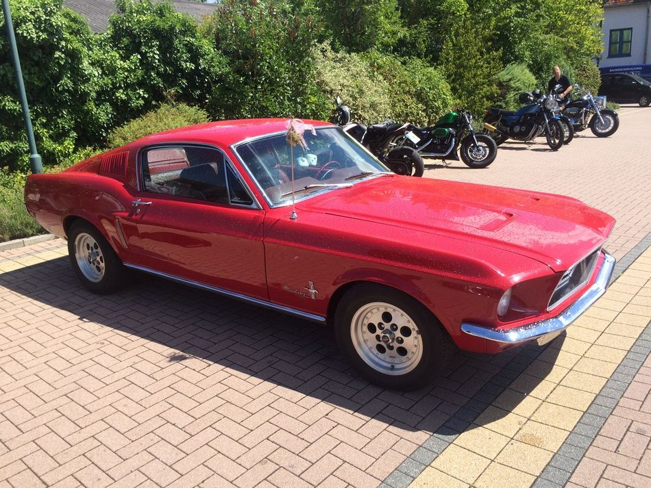 Ride-In Vintage Cars Ford Mustang Red