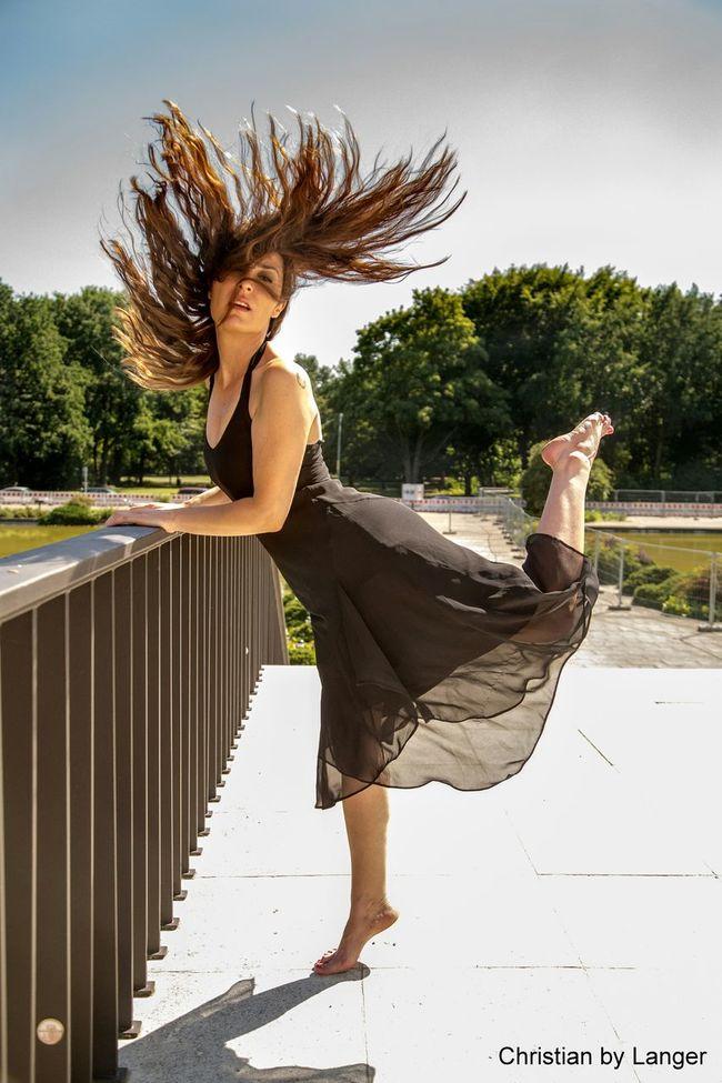 Unterwegs mit Nada im Tiergarten. Model Striking Fashion Dancing EyeEm Best Edits Faces Of Summer EyeEm Deutschland Today's Hot Look EyeEm Best Shots Beauty Redefined Modling