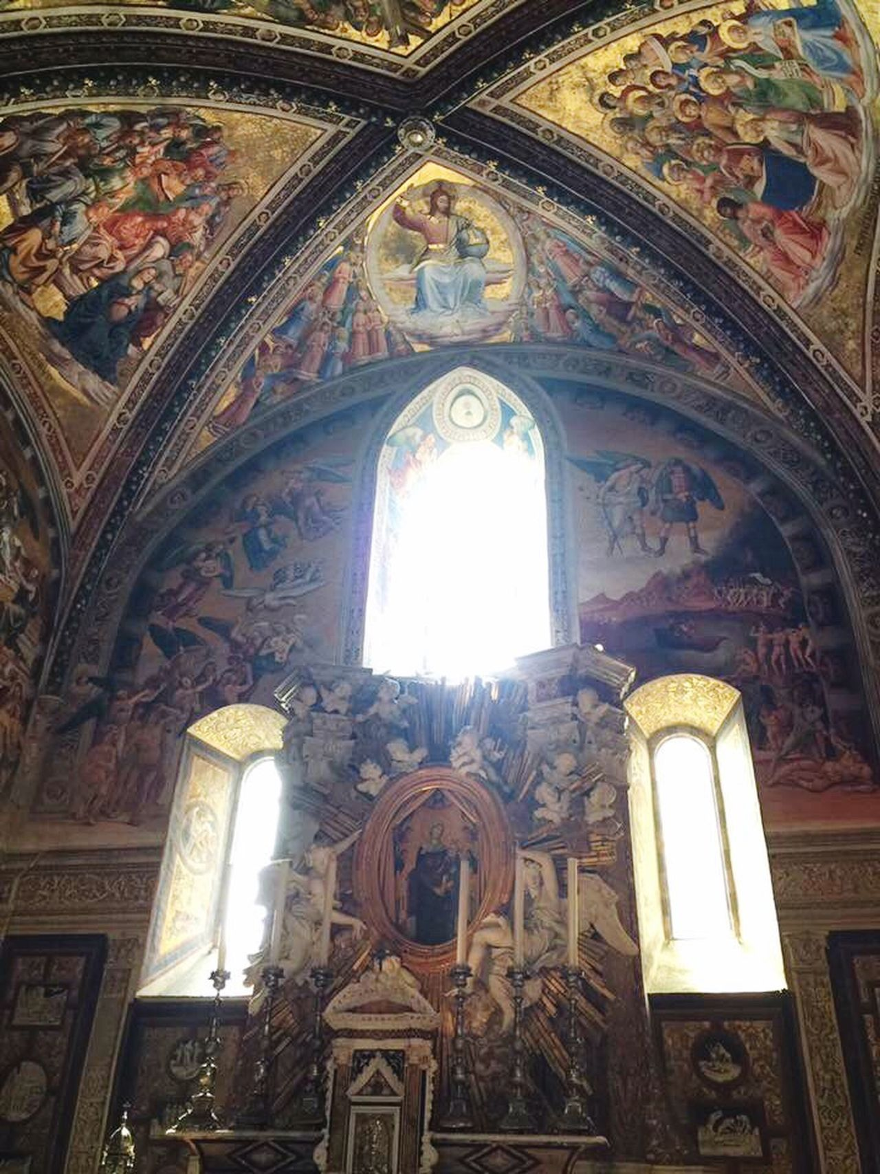 Duomo E Cappella Di San Brizio Religion Place Of Worship Low Angle View Spirituality Miracle Beautiful Place Witnessserenity History Umbria Ancient Civilization Indoors  No People Built Structure Architecture Sunbeam Day Fresco Umbria, Italy Italy🇮🇹
