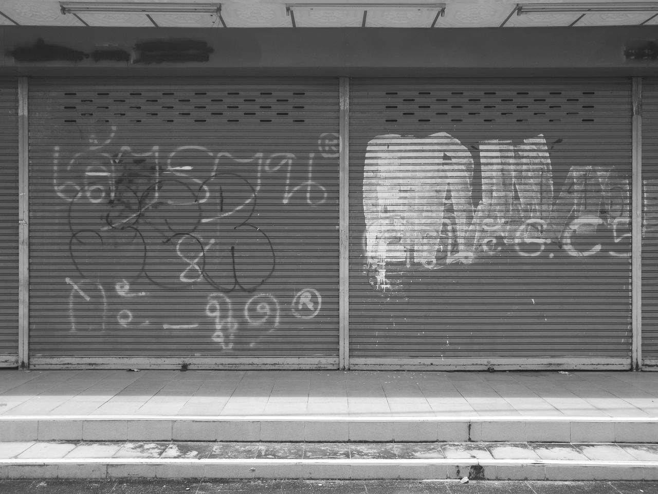 HuaweiP9 Building Graffiti Closed Closed Door Shutter_door