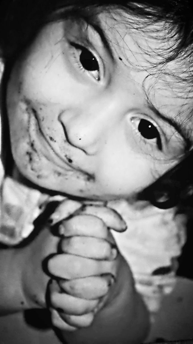 Toddler  Little Girl Children Photography Children's Portraits Monochrome Portrait Monochrome Happychild Dirtyface Dirtyhands Foldedhands Cupped Hands Smile Toddlerlife Focal Point FoodFight Focus On Eyes Messy Kid Selective Focus