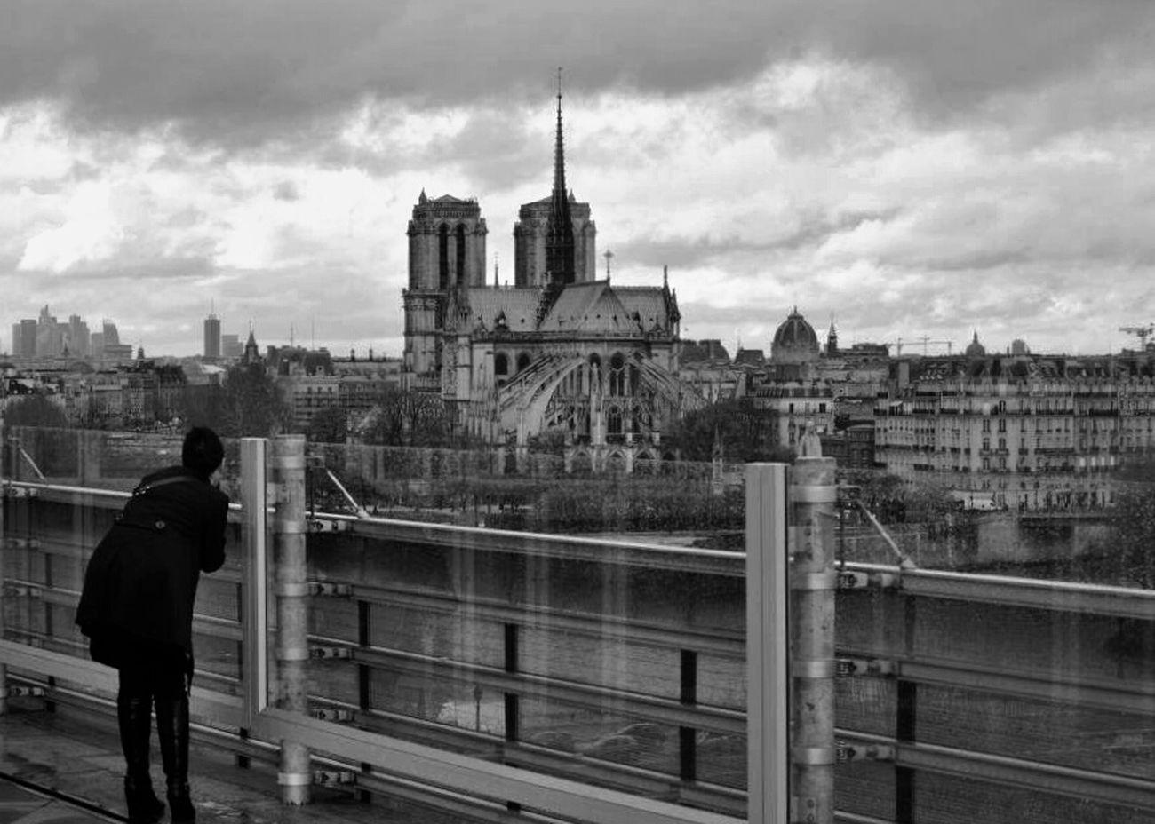 BNW PARIS Tel Est Pris Qui Croyait Prendre