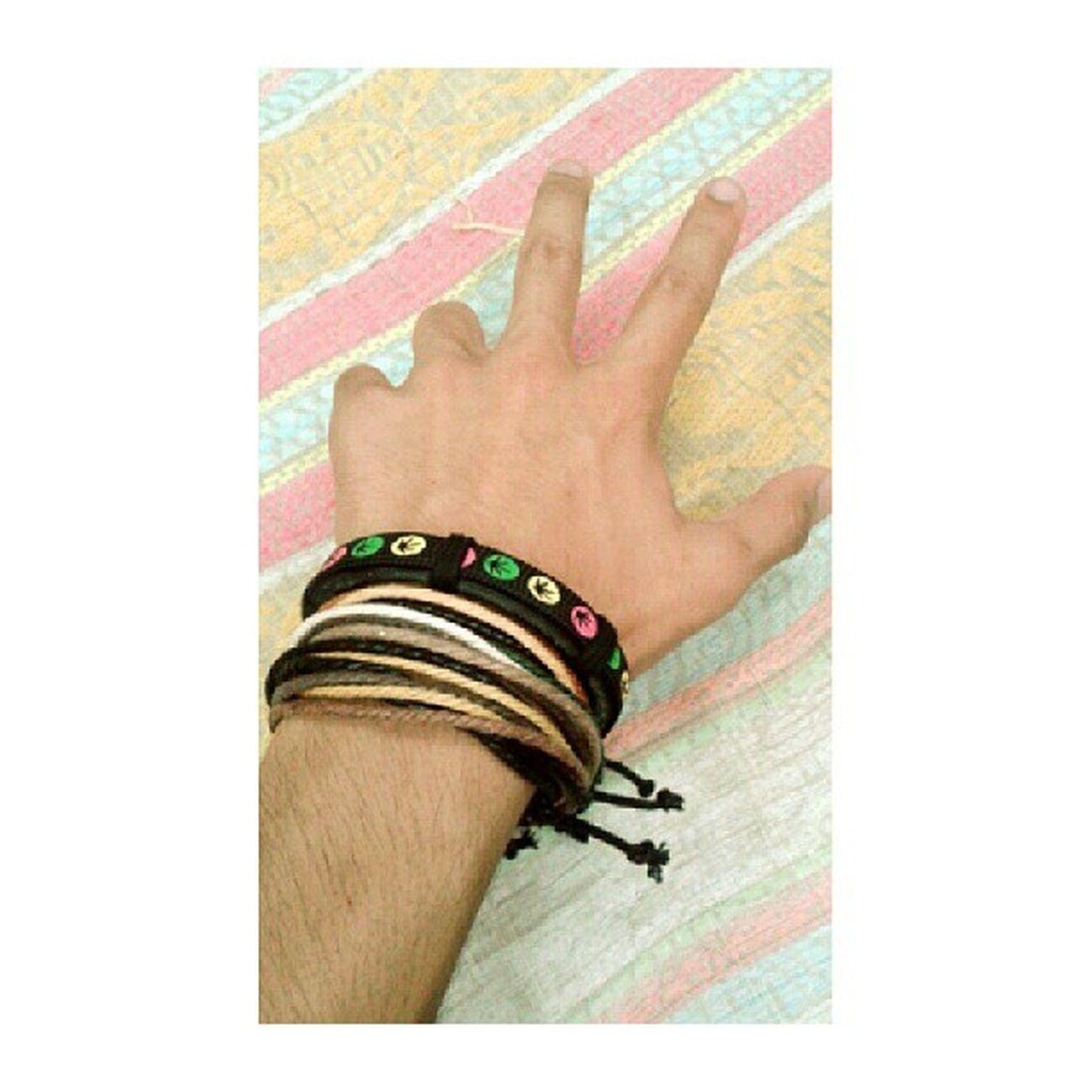 tangan . tanpa kau takkan aku jadi id student :) alhamdulillah . malam nie @muhdqusyairiii tgh pack brg2, nk balik dah .. esok aku pulak . yeahhhh . tak sabar ! :D Stylista