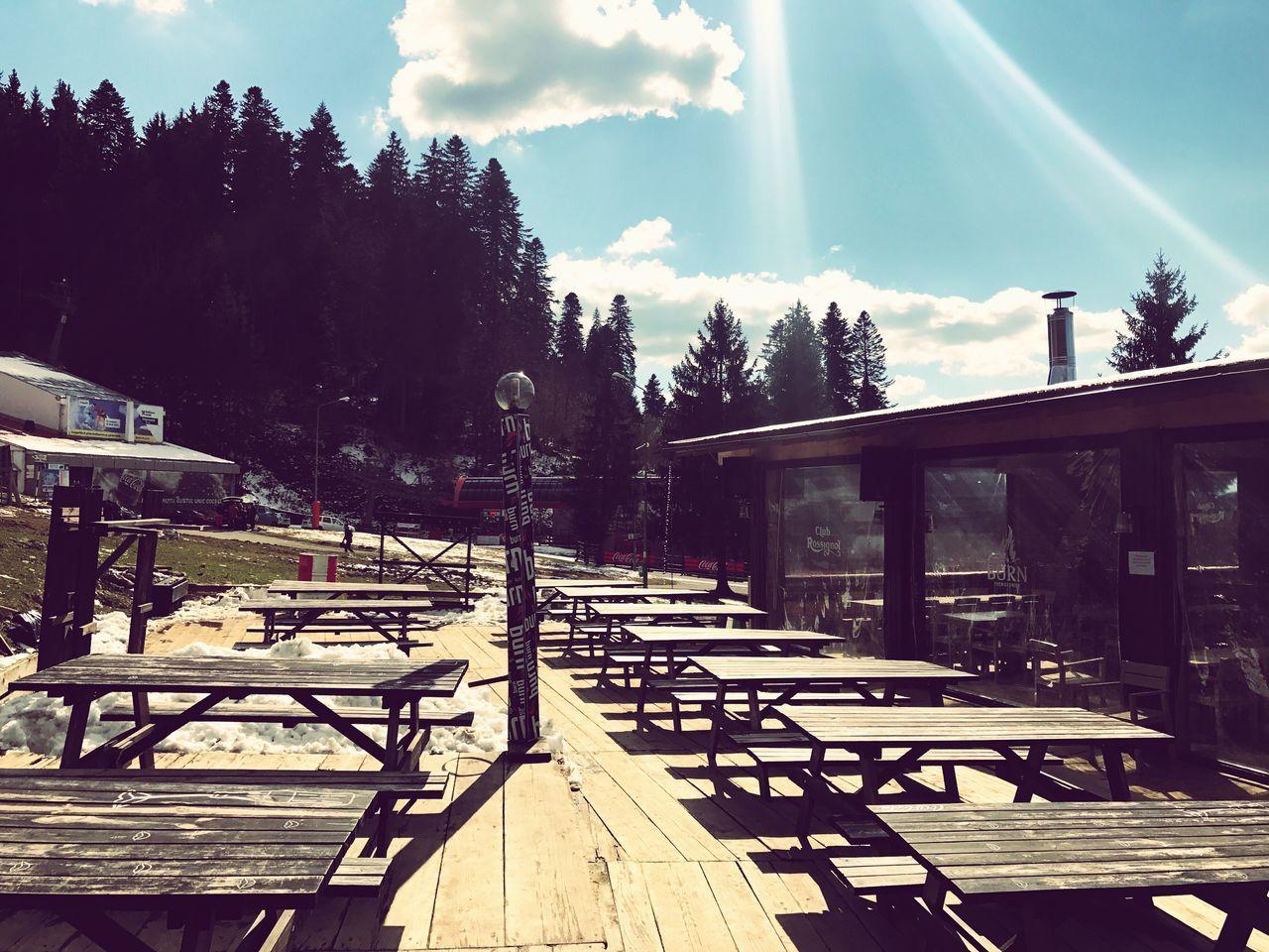 Apres Ski Lounge Empty