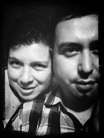 con mi amigo de la vida Eduardo Tapia. .. escuchando la Mejor Música