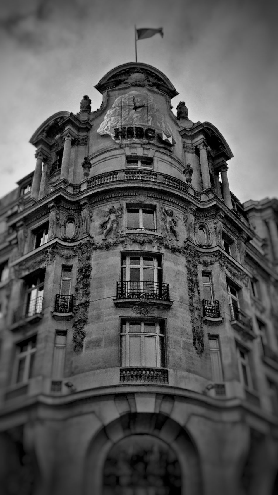 Architecture Building Exterior Built Structure City Low Angle View Travel Travel Destinations Sky Outdoors History No People Day Place Of Worship Paris Architecture Snapseed Oneplus3 OneplusShot France 🇫🇷 PhonePhotography AndroidPhotography Plus Belle Avenue Du Monde Champselysées Low Angle View