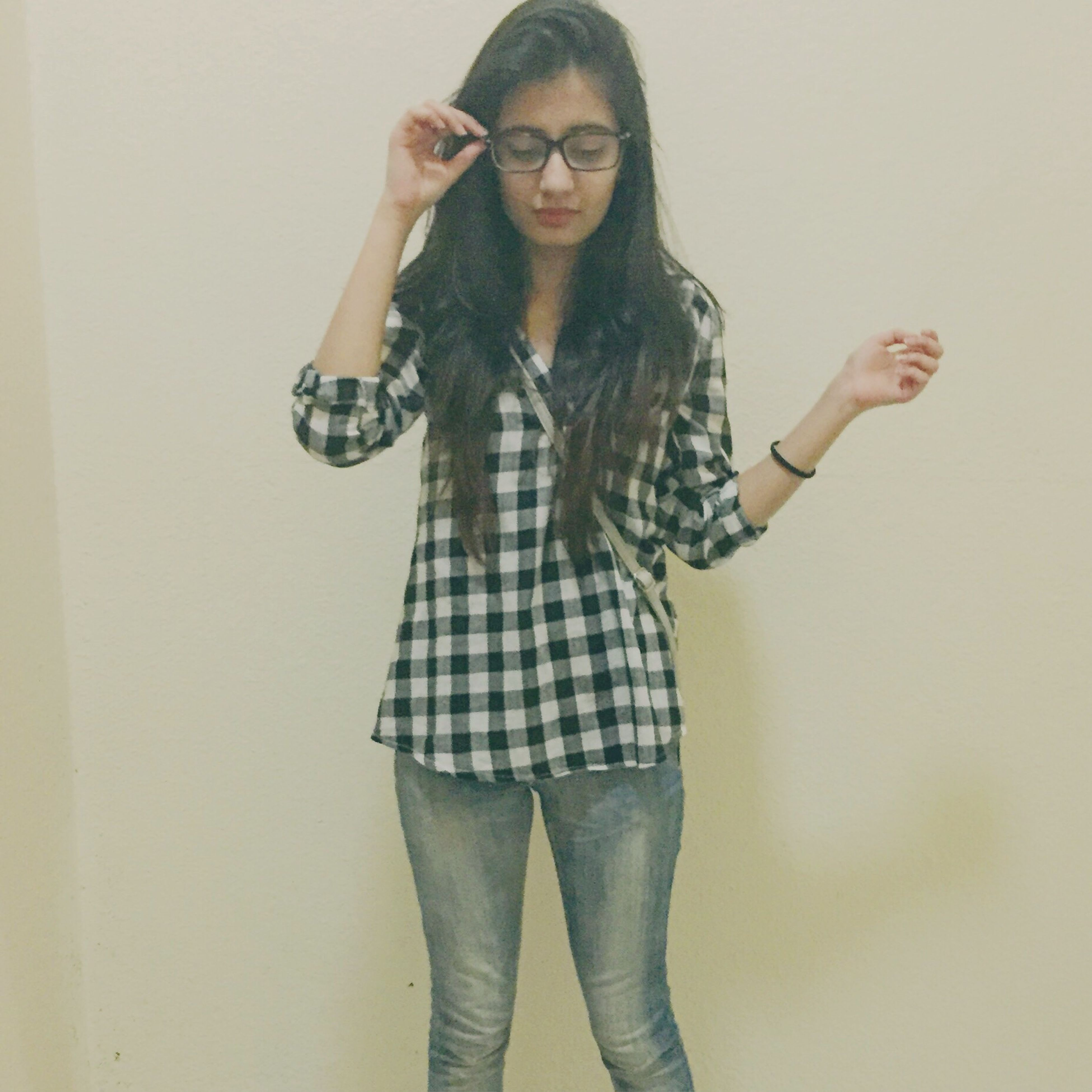young adult, young women, lifestyles, front view, person, standing, casual clothing, looking at camera, three quarter length, portrait, leisure activity, long hair, wall - building feature, fashion, indoors, full length, beauty