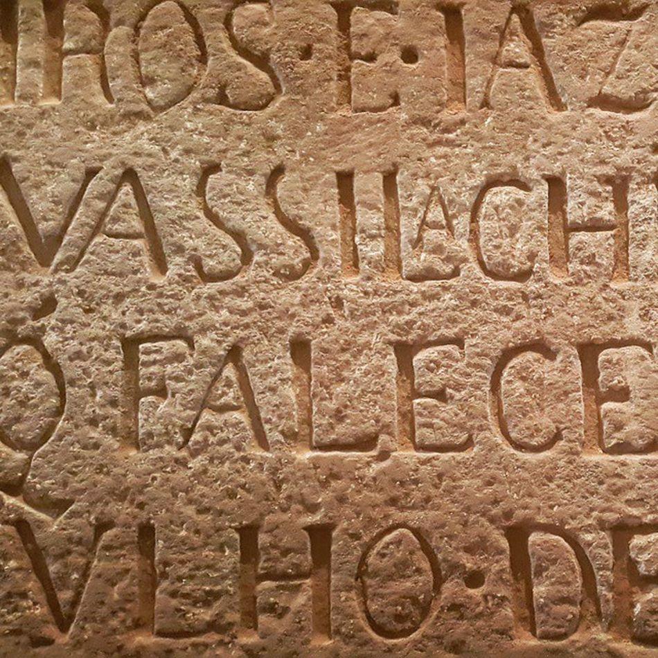 قبر یک سرباز پرتغالی رد قلعه پرتغالیها