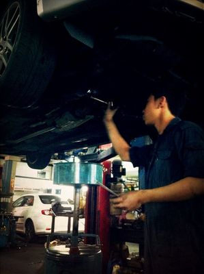 Amos @ work at Sin ming autocare by AhNeo